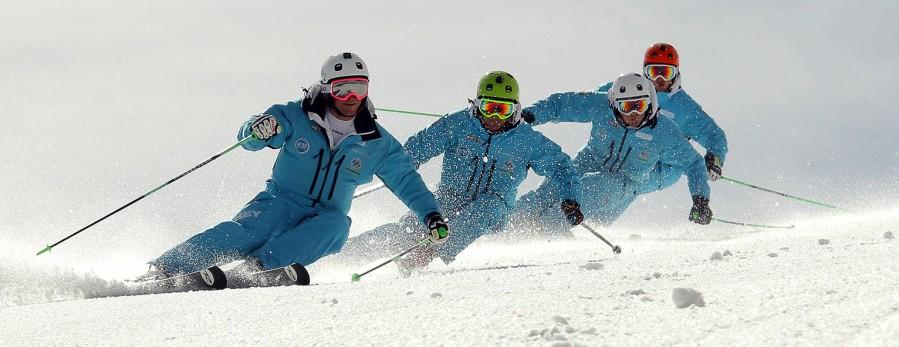 Moniteurs/trices de ski et/ou de snowboard Rejoins le team de l'Ecole de Ski de La Dôle !